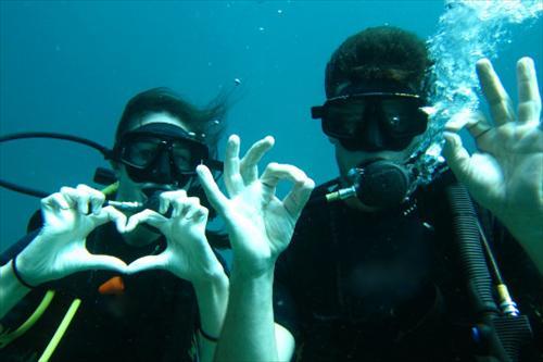 Happy_Couple_Diving_at_Phi_Phi_Lae_Phuket_Thailand.jpg
